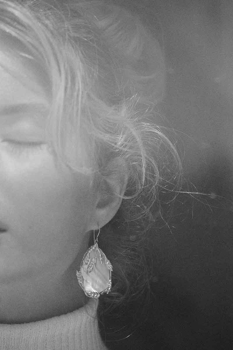 Boucles d'oreilles pendantes plaqué or Françoise Lapis Lazuli  - Aurélie Bidermann