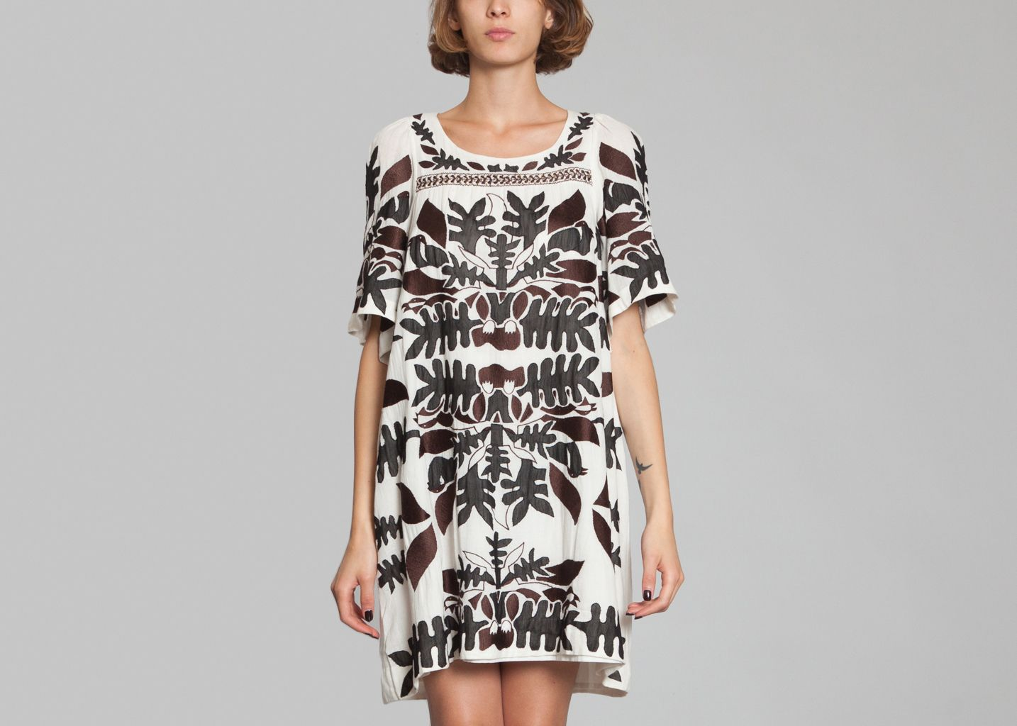 robe aga antik batik cr me l 39 exception. Black Bedroom Furniture Sets. Home Design Ideas