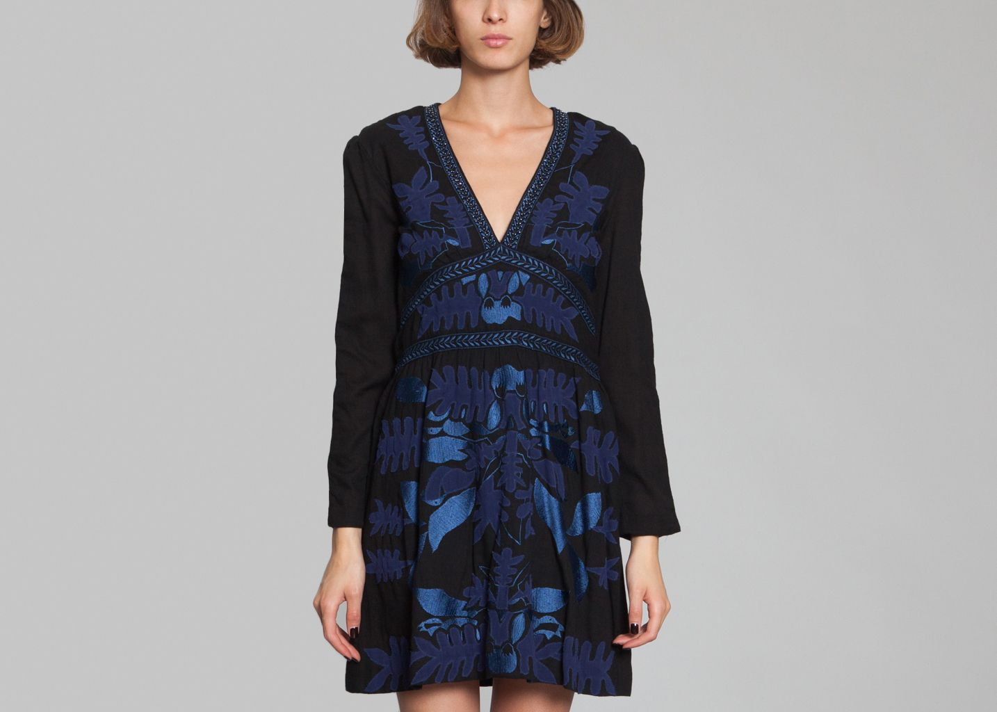 robe aga antik batik noir l 39 exception. Black Bedroom Furniture Sets. Home Design Ideas