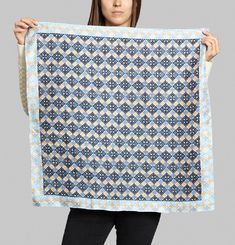 Graphic Pattern Square Scarf