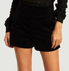 Lena shorts Erotokritos