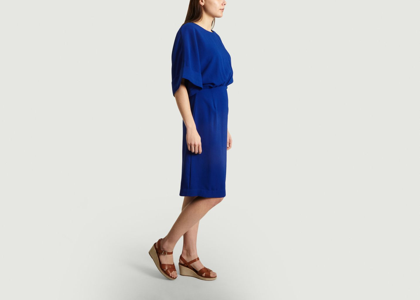 Robe Bleue Évasée et Manches Courtes - Essentiel Antwerp