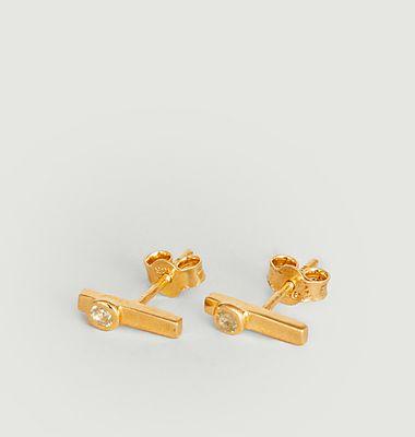 Barre II stud earrings with sapphire