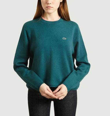 Short loose sweater with contrasting collar