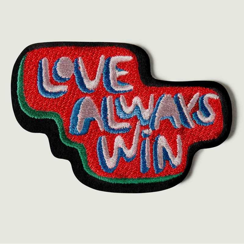 Écusson Love Always Win - Macon & Lesquoy