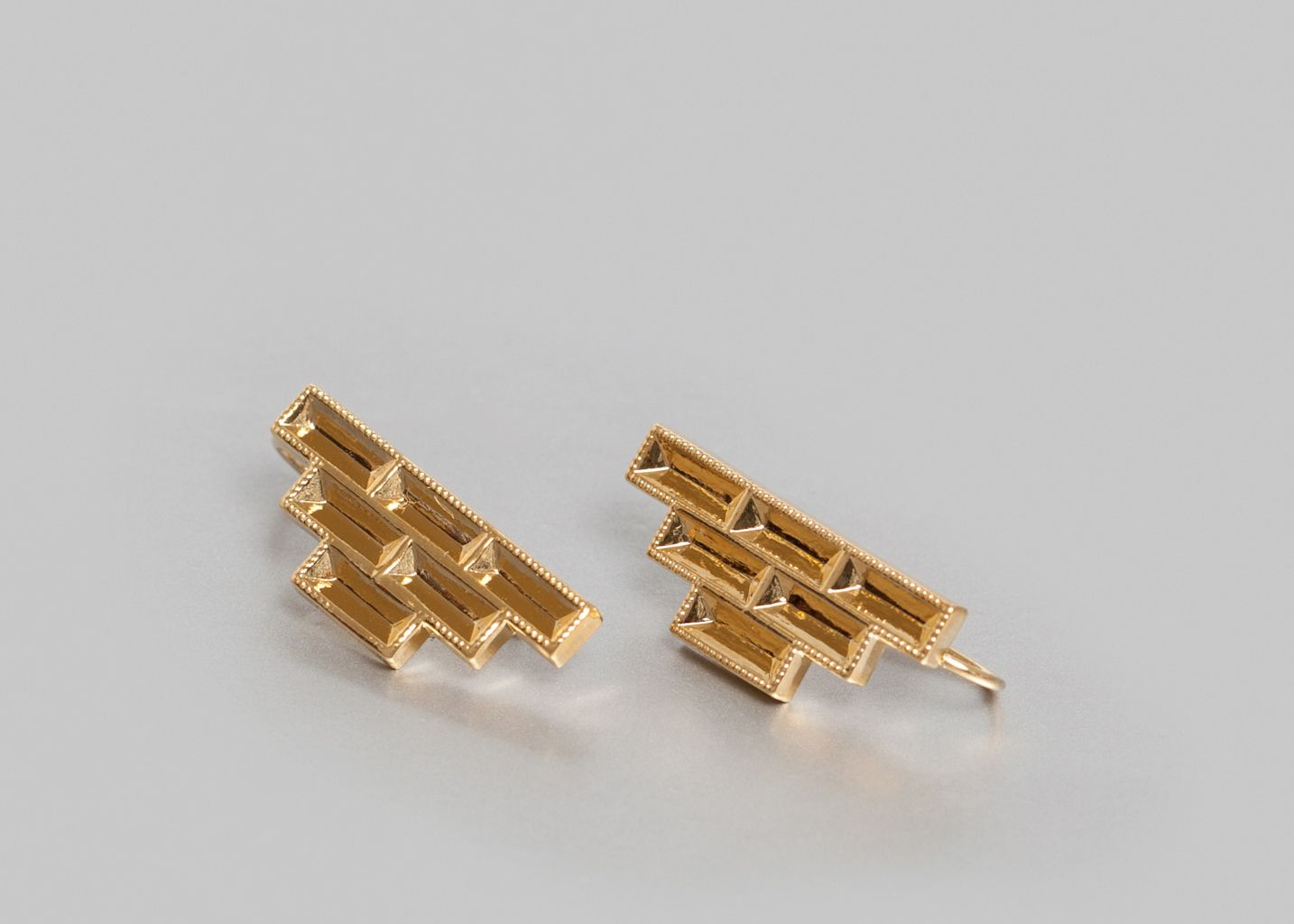 Pyramid earrings maison violette gold l 39 exception for Maison violette