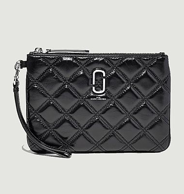 Pochette en cuir The Quilted Softshot Wristlet