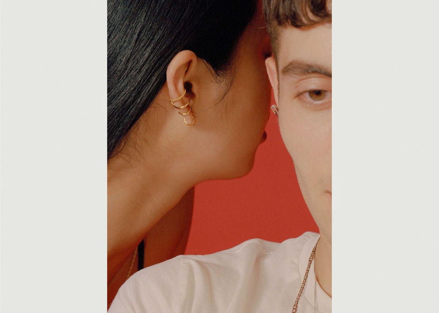 boucle d'oreille droite