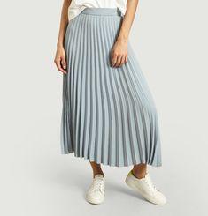 Mid-length pleated skirt