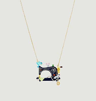 Collier avec pendentif machine à coudre et animaux