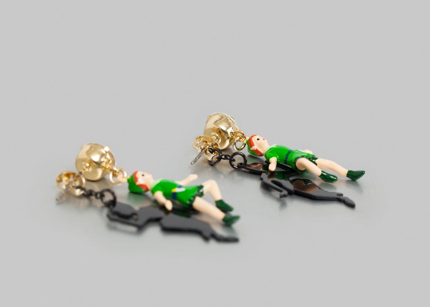 Boucles Peter Pan Jouant Avec Son Ombre - N2