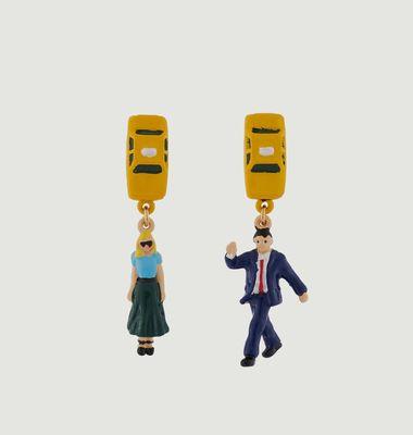 Boucles d'Oreilles Asymétriques New-Yorkais Hélant un Taxi