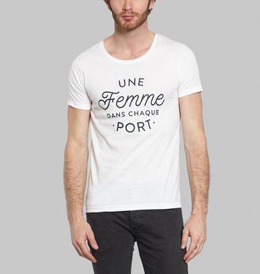 T Shirt Une Femme Dans Chaque Port