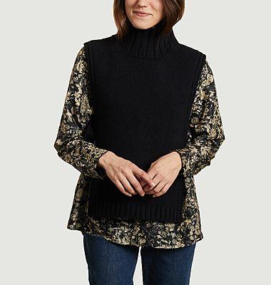 Oder ärmelloser Pullover mit hohem Kragen