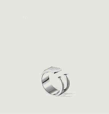 U'Must signet ring