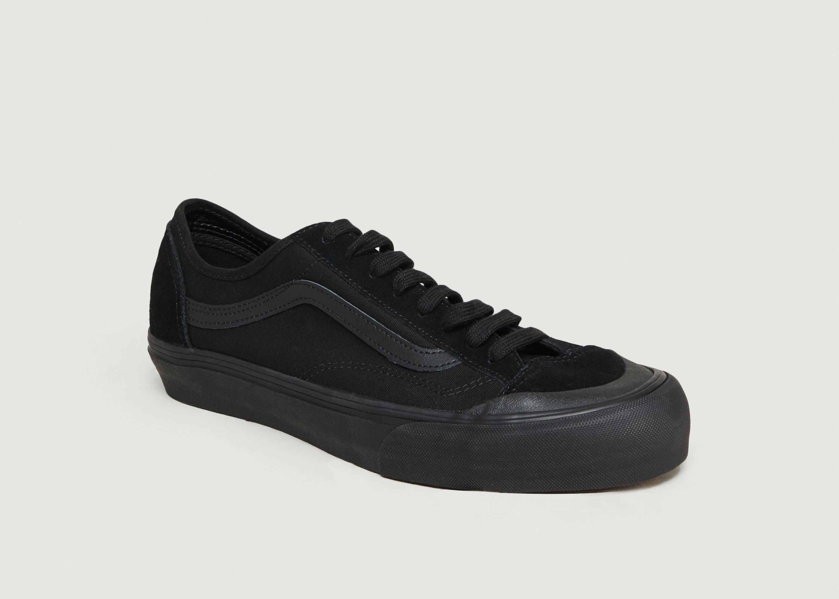 35bfe49f9a86ae Decon SF Suede Skate Shoes Black Vans