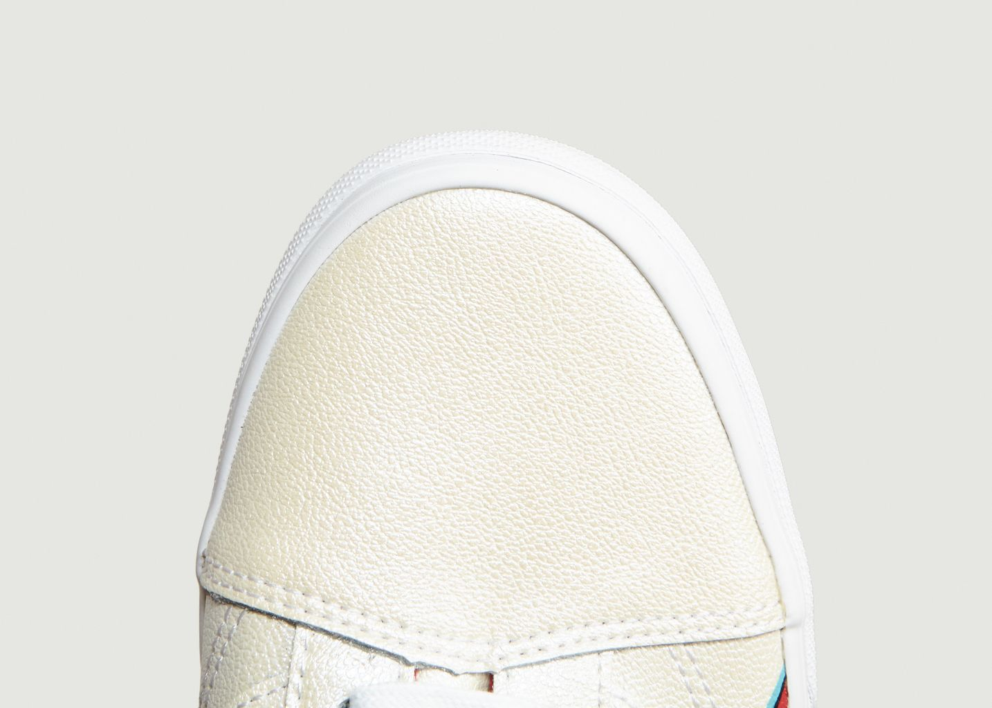 a26f0aacee Old Skool Bowie Trainers White Vans